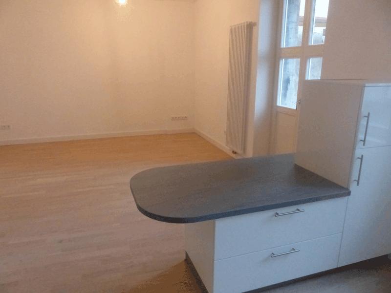 Wohnung-2_03-Wohnbereich-Tresen